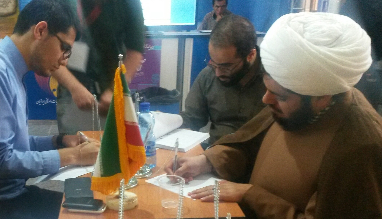نوید کمالی ، بازدید از نمایشگاه بین المللی کتاب تهران ، بسیج رسانه ، سازمان بسیج رسانه، نمایشگاه کتاب ، کتاب ، Navid Kamali