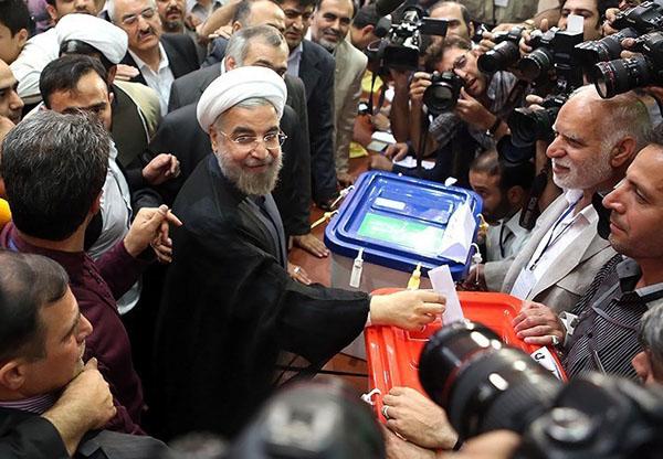 روحانی و صندوق شفاف