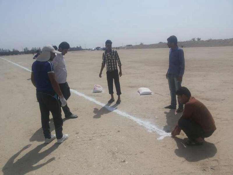 اجرای عملیات آماده سازی زمین ورزشی روستای غیب الهی