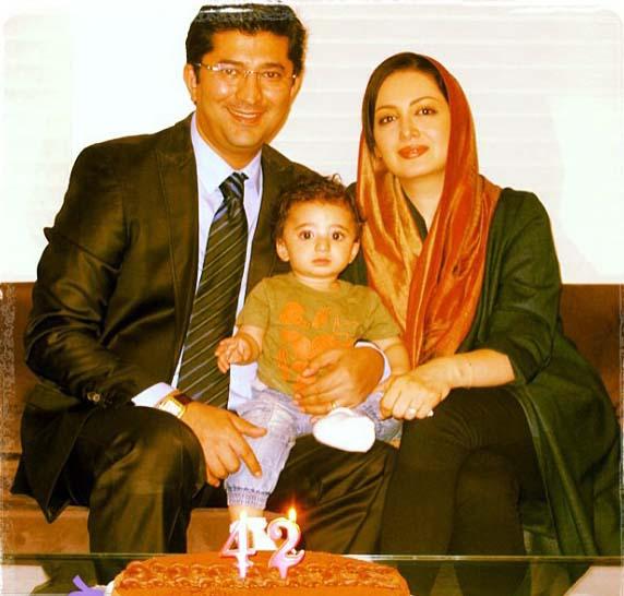 شیلاخداداد در کنار همسر و فرزندش