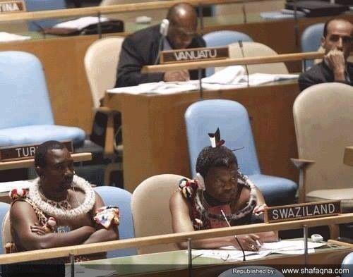 تصویری جذاب از حضور نمایندگان سوازیلند در سازمان ملل با لباس سنتی