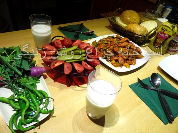 خوراک سوسیس و سبزیجات