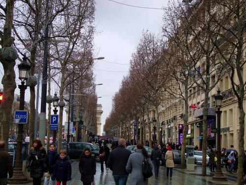 فرانسه ، پاریس (موزۀ لوور، شانزه لیزه، دروازۀ پیروزی) – ۱ فوریۀ ۲۰۱۵