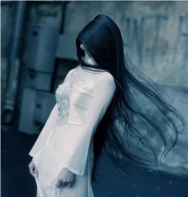 دختر تنها و غمگین