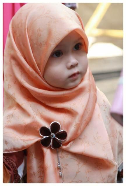 حجاب رو از کودکی به فرزندانتون یاد بدید.