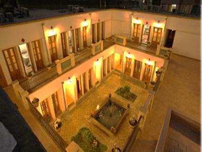 هتل سنتی ابن سینا اصفهان