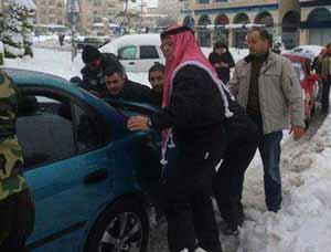 پادشاه اردن در حال هل دادن ماشین + عکس , اخبار گوناگون
