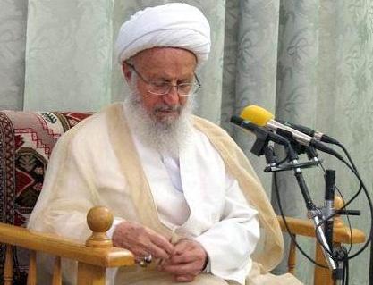 حضرت آیت الله مکارم شیرازی: مردم را به پرهیز از برهنه کردن بدن برای سینه زنی در ماه محرم توصیه کرد