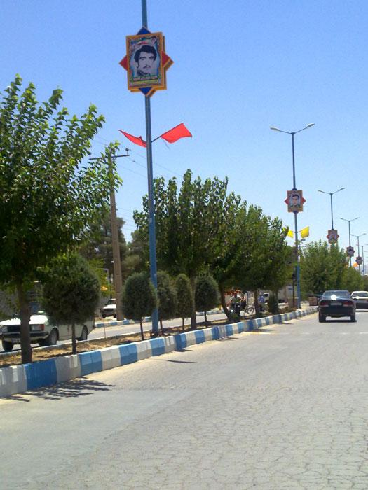 نصب تمثال مبارک شهدا در خیابانهای شهر زازران