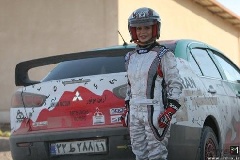 راننده رالی زن ایرانی و ماجرای پنچر کردن اتومبیل آن