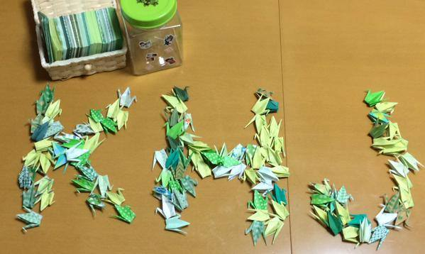 The Japanese fan makes 1000 Green Cranes For 111 days of service of their 111 grand