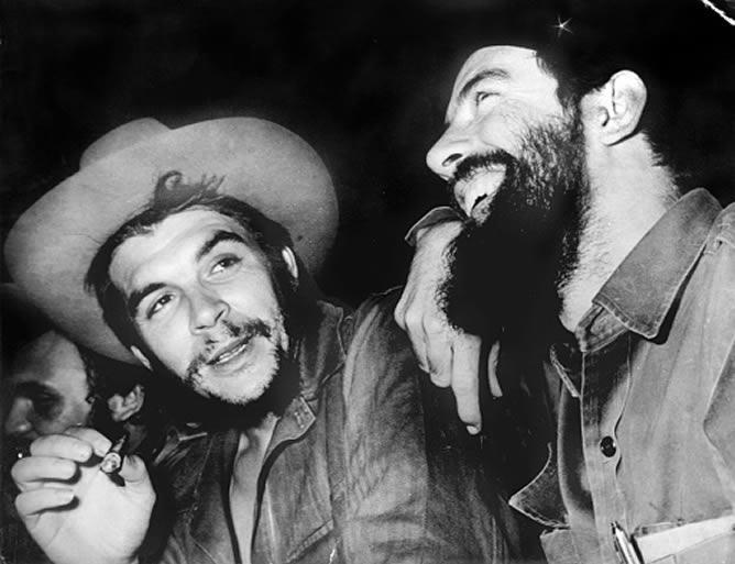 Ernesto_Che_Guevara_junto_comandante_Cam