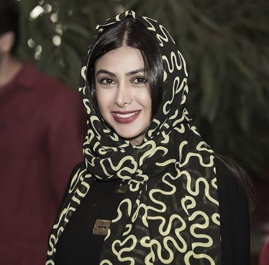 http://s3.picofile.com/file/8213772984/bartarpix_ir_azadeh_samadi.jpg
