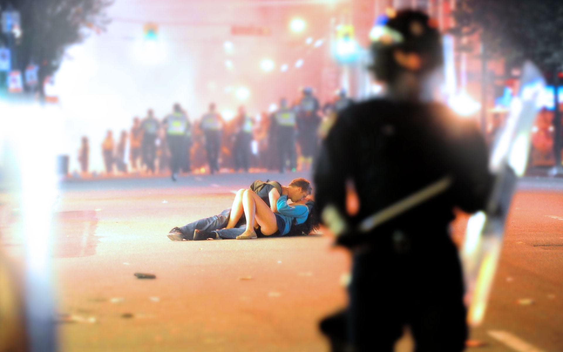 http://s3.picofile.com/file/8214219192/riot_kissing_w1.jpeg