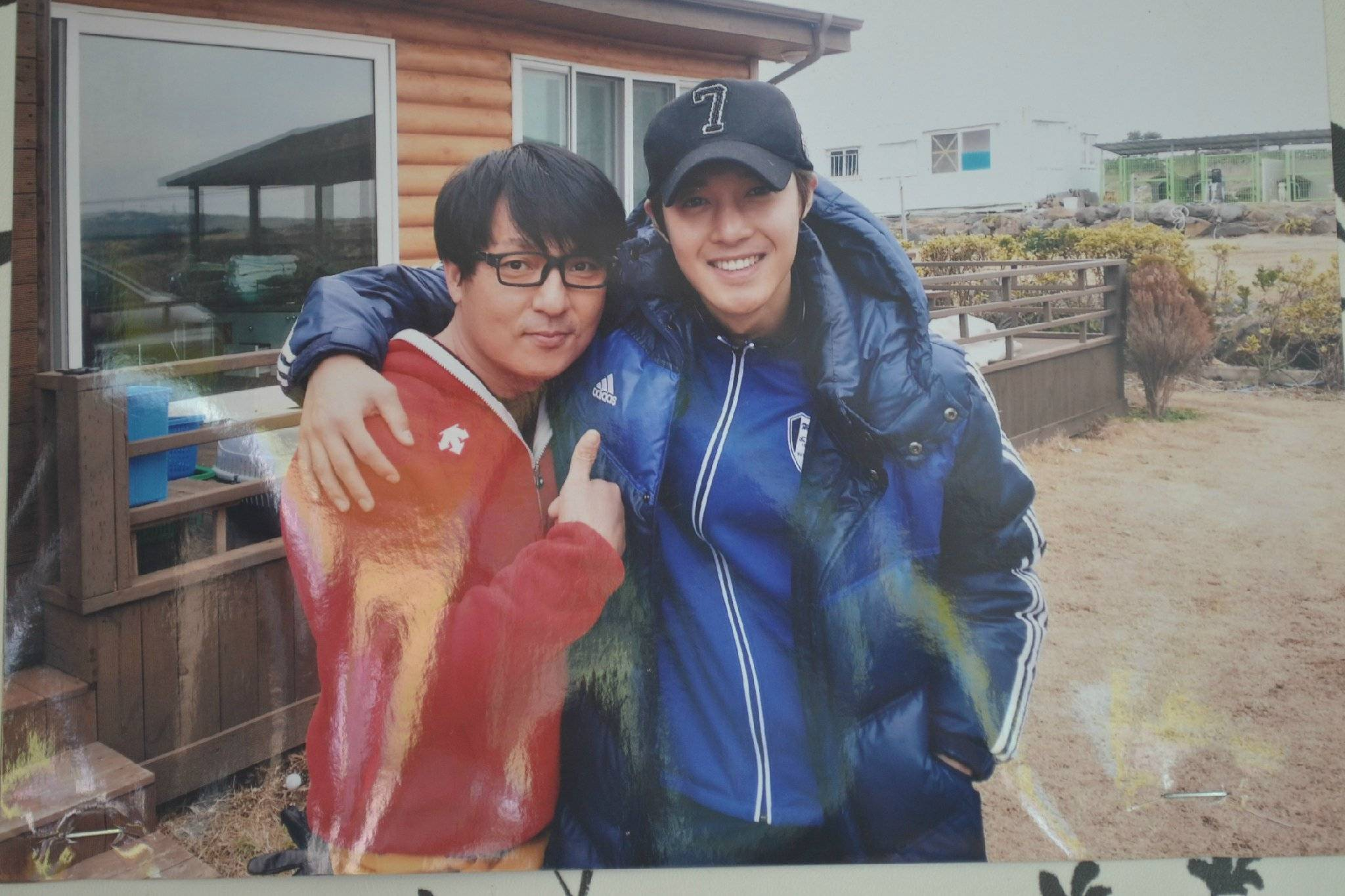 Old Pics of Hyun joong with ajushi in his store