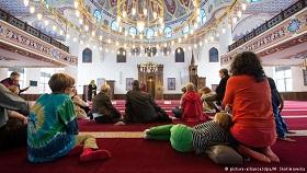 درب های مساجد آلمان به روی غیرمسلمانان گشوده شد