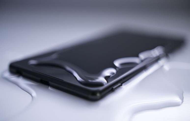 چطور یک گوشی داخل آب افتاده را نجات دهیم؟ , موبایل وتبلت