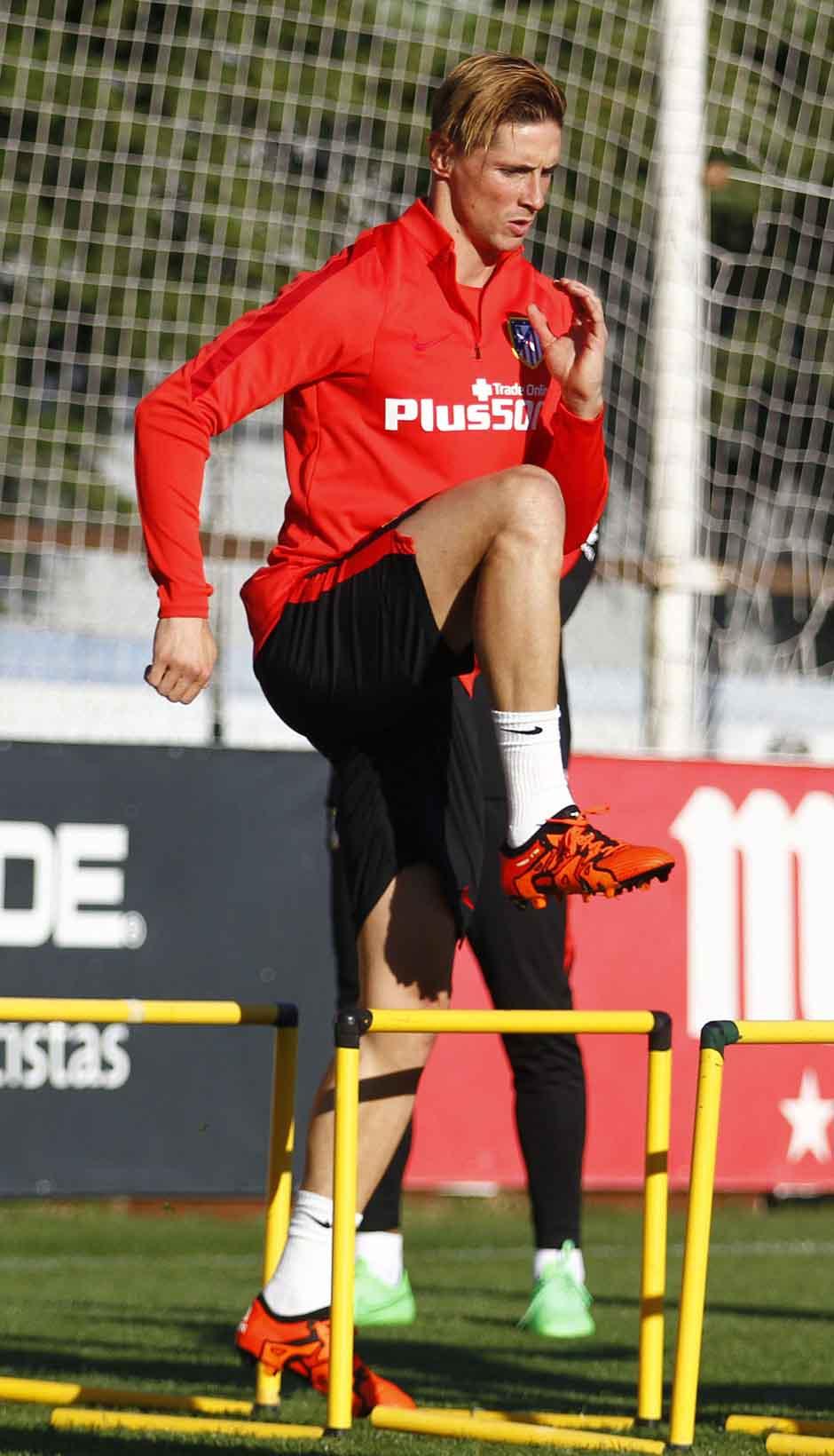 http://s3.picofile.com/file/8217362092/Fernando_Torres_new_training_pics_by_F9Tfans_ir_2_.jpg