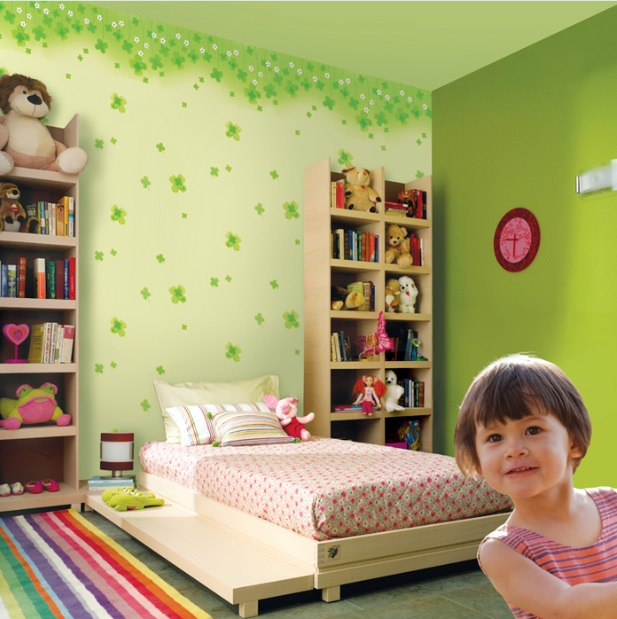 اجرای کاغذ دیواری اتاق کودک