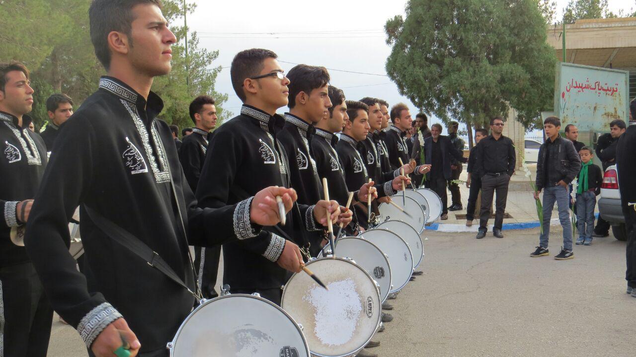عزاداری در جوار شهیدان شهرستان اشکذر