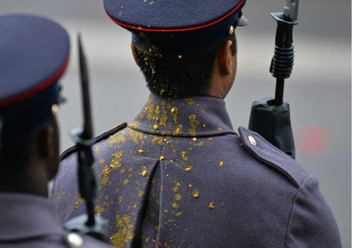 استقامت تهوع آور یک سرباز را ببینید + عکس , تصاویر دیدنی