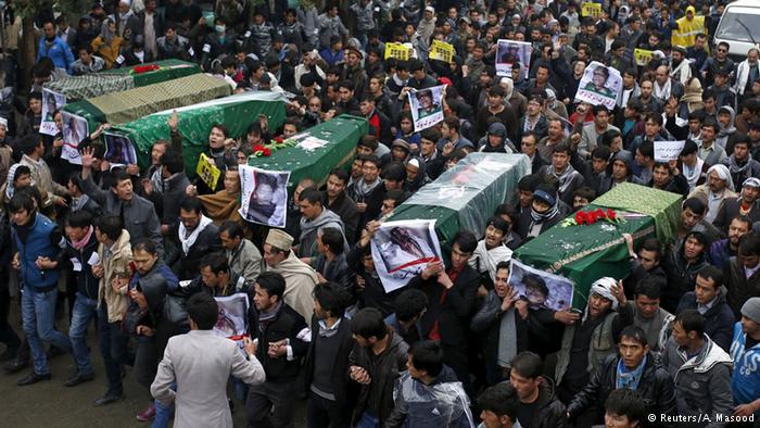 اخبار لحظه به لحظه صد ها هزار تظاهر کننده خشمگین به سمت در وازه ارگ کابل+ تصاویر