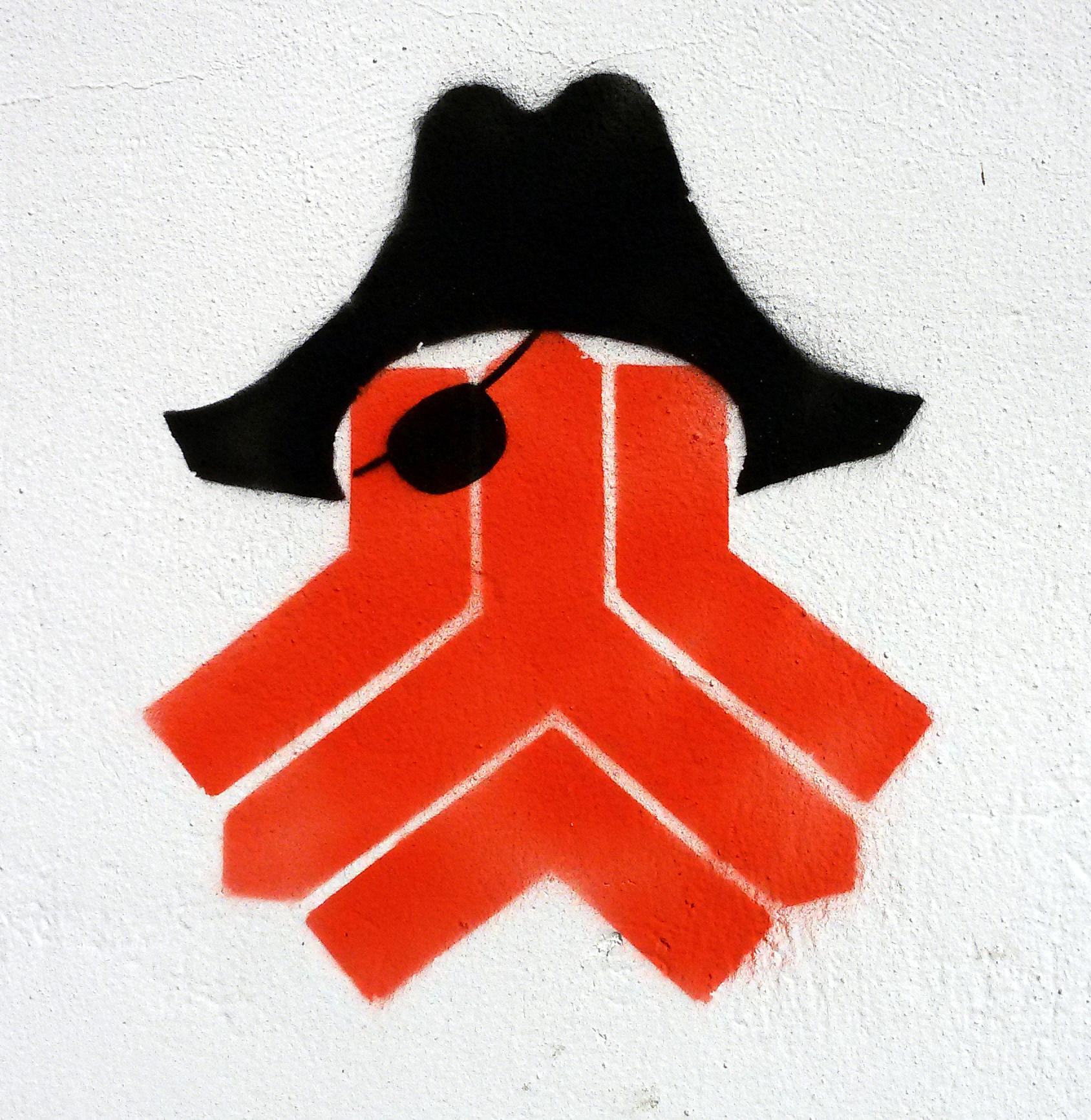 گرافیتی - ماهی - خیالباف - تهران - سایپا - ایران خودرو - سمند - سارق - دزد دریایی - graffiti - tehran - daydreamer