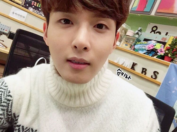 http://s3.picofile.com/file/8227470042/151210_Ryeowook_1_.jpg