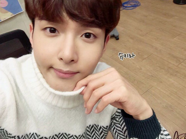 http://s3.picofile.com/file/8227470118/151210_Ryeowook_2_.jpg