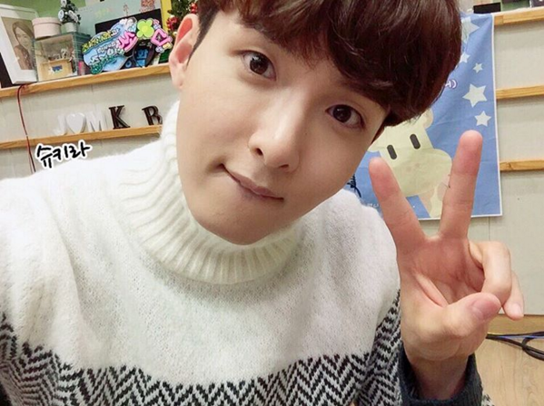 http://s3.picofile.com/file/8227470168/151210_Ryeowook_3_.jpg