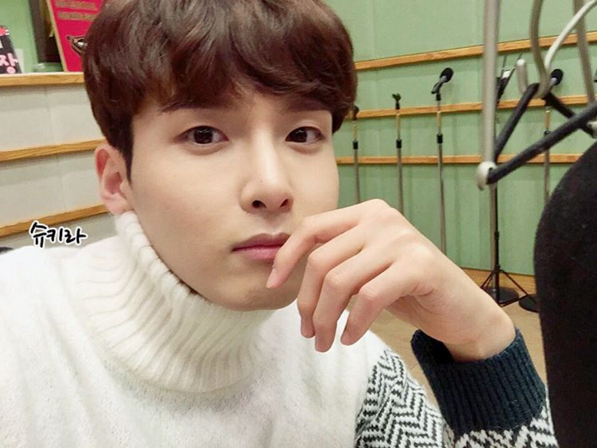 http://s3.picofile.com/file/8227470268/151210_Ryeowook_5_.jpg