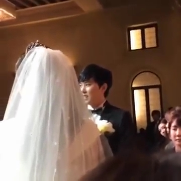 http://s3.picofile.com/file/8228452376/141213_Super_Junior_Sungmin_s_Wedding_By_Bella_K_C.jpg