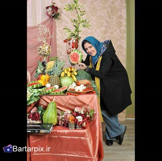 http://s3.picofile.com/file/8229242192/www_bartarpix_ir_sab_yalda_94_20_.jpg