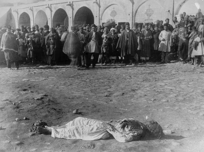 اعدام یک محکوم در میدان شهر
