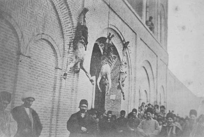 آویزان کردن مجرمین بر سردر شهر