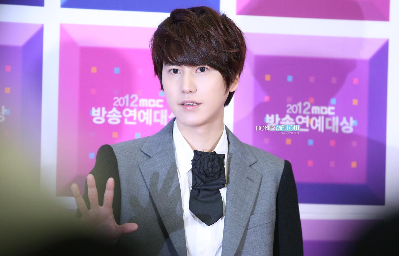 http://s3.picofile.com/file/8231347126/121229_kyuhyun_honemallow_2.jpg
