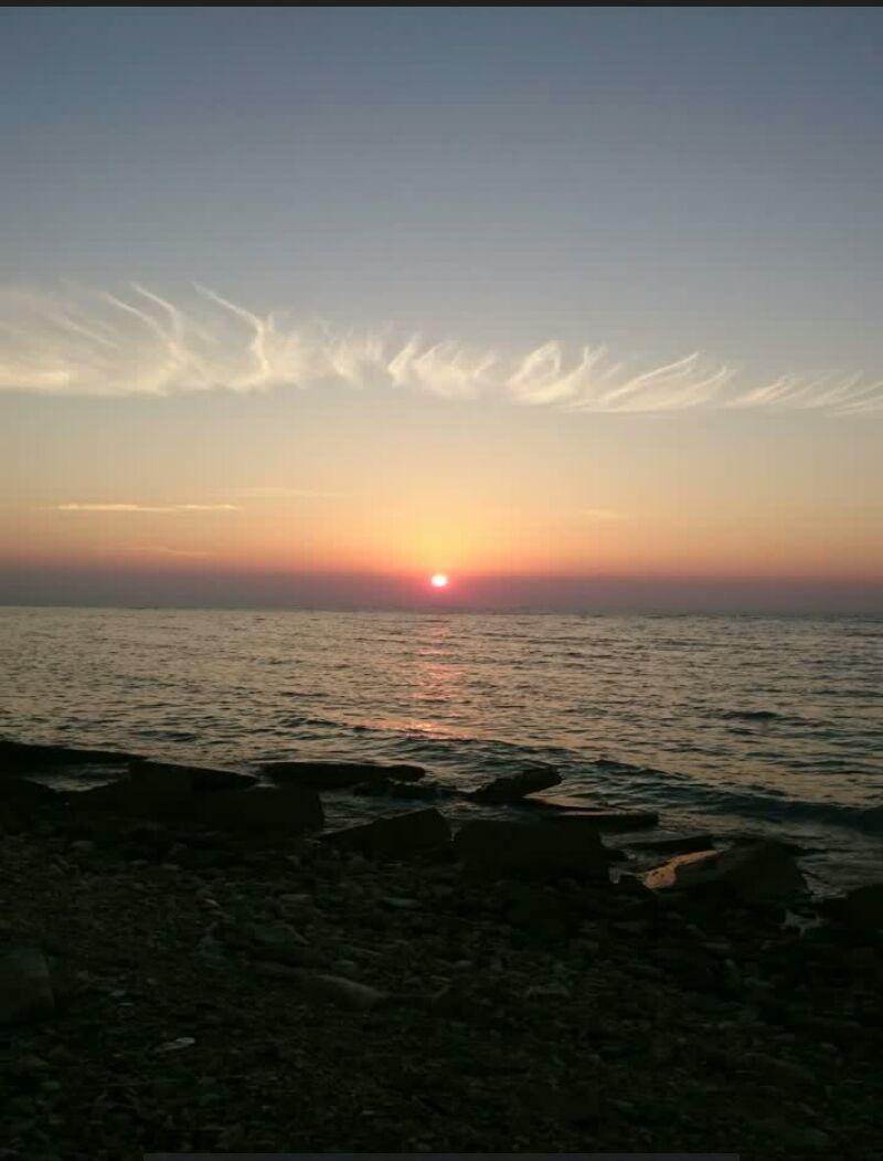 ساحلت سر شار از عشق امید  /  تو رگهات می جوشه خون خورشید 2