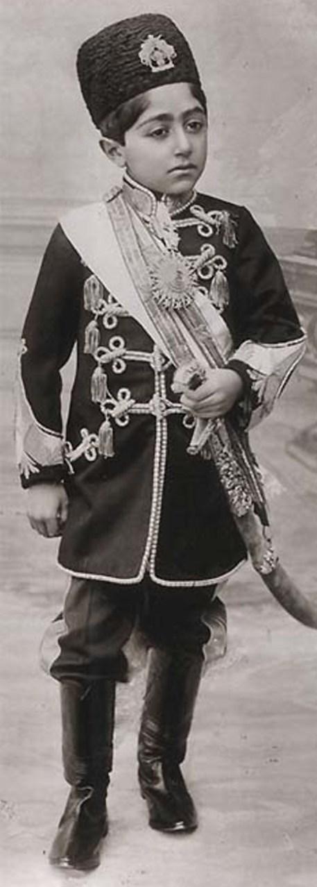 احمد شاه در نه سالگی