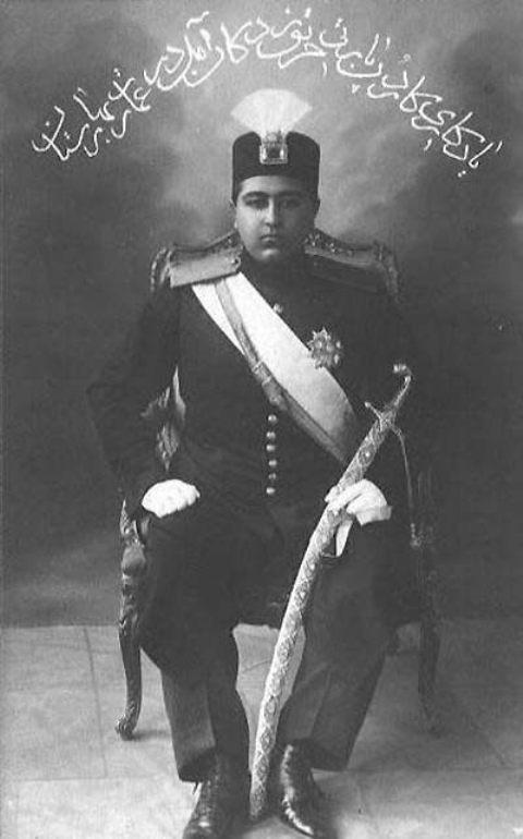 احمد شاه با الماس دریای نور بر روی کلاهش
