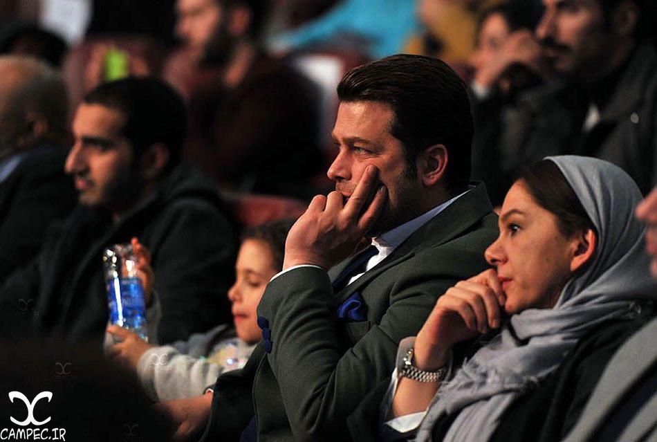 پژمان بازغی با همسر و دخترش در افتتاحیه جشنواره 35 فیلم فجر