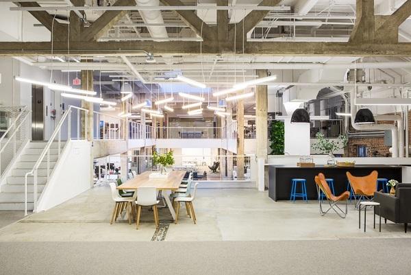 طراحی دفتر کار به صورت دوستانه و خلاقانه image