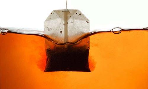 انواع جدید چای کیسهای، میلیاردها ذرات پلاستیکی را در آب داغ آزاد میکنند